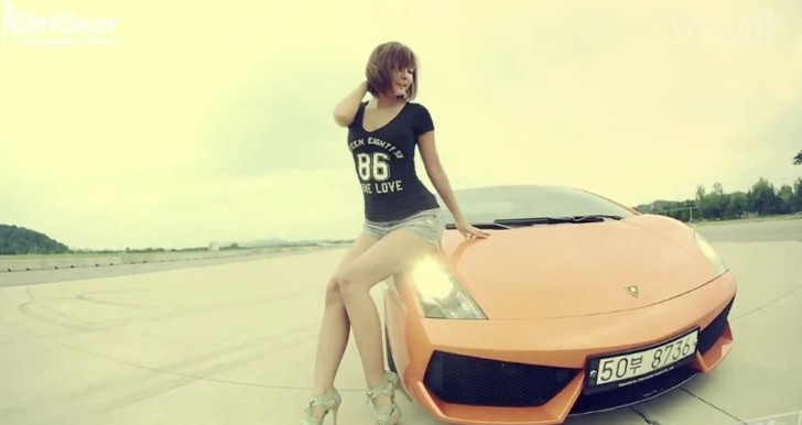 Sexy Korean Girl Takes Ride in Lamborghini Gallardo [Video]