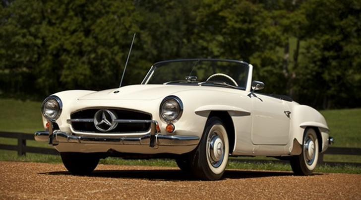 Sheryl Crow Auctions Her 1959 Mercedes SL, Raises $260,000 for Joplin Schools