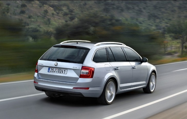 Skoda Showcases Octavia III Combi Ahead of Geneva