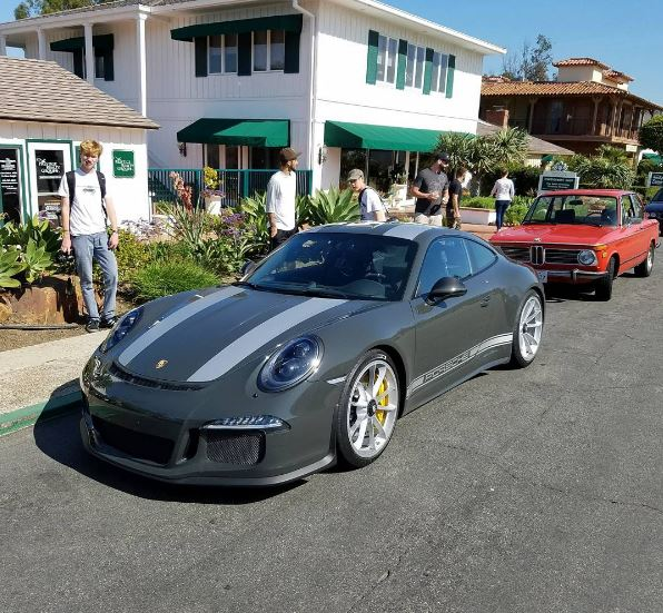 slate grey porsche 911 r with grey stripes stands out in californian landscape autoevolution. Black Bedroom Furniture Sets. Home Design Ideas