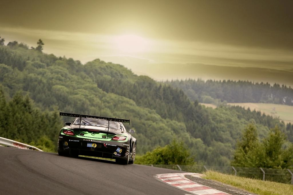 Sls amg gt3s take two podium positions at 24 hours for Mercedes benz hours