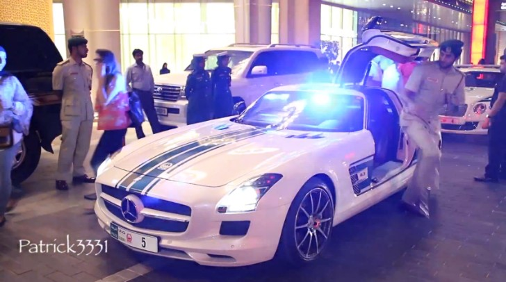 SLS AMG Police Car Spotted at the Dubai Mall [Video]