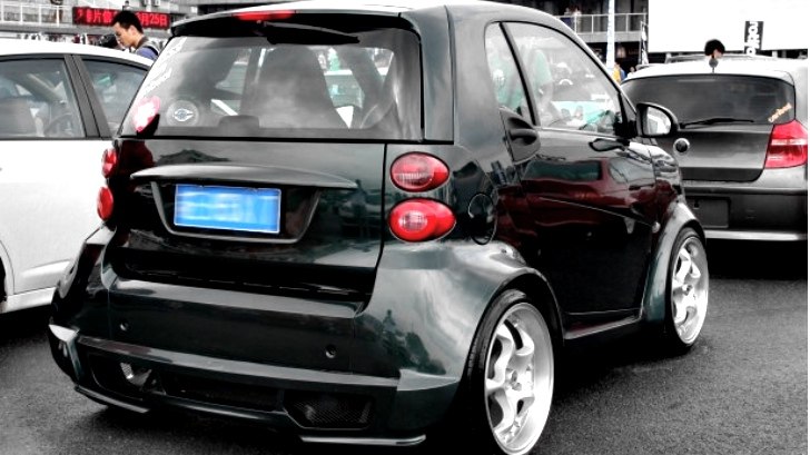 smart fortwo gets widebody kit in china autoevolution. Black Bedroom Furniture Sets. Home Design Ideas