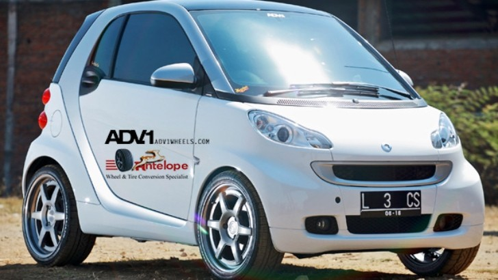 smart fortwo Rides on ADV.1 Wheels