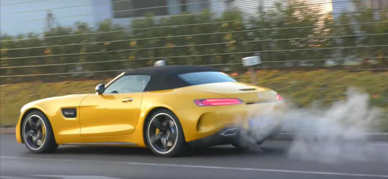 https://s1.cdn.autoevolution.com/images/news/solarbeam-yellow-2017-mercedes-amg-gt-c-roadster-shows-up-in-german-traffic-113997_1.jpg