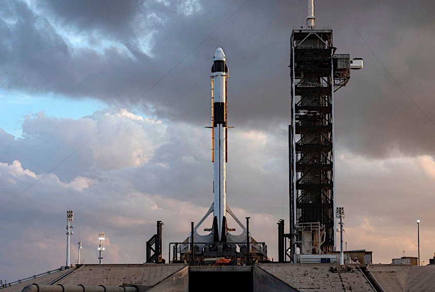 Behold! SpaceX's 1st Crew Dragon Spaceship Is On the Launchpad