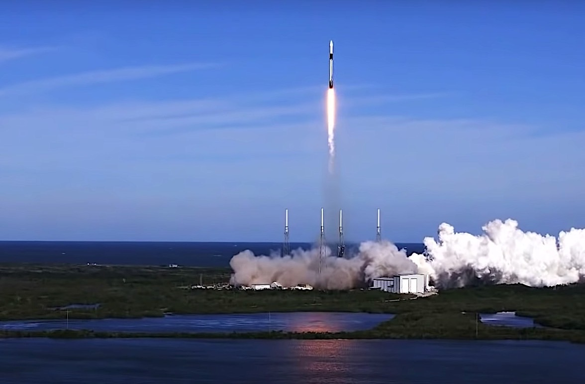 Watch SpaceX Launch Supplies to the ISS Astronauts