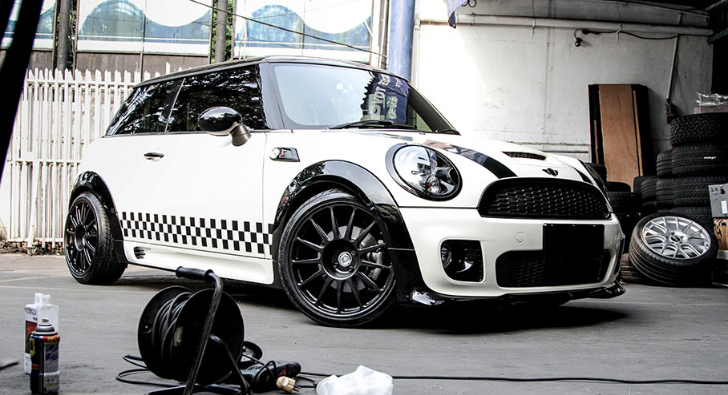 special mini cooper s is black and white autoevolution. Black Bedroom Furniture Sets. Home Design Ideas