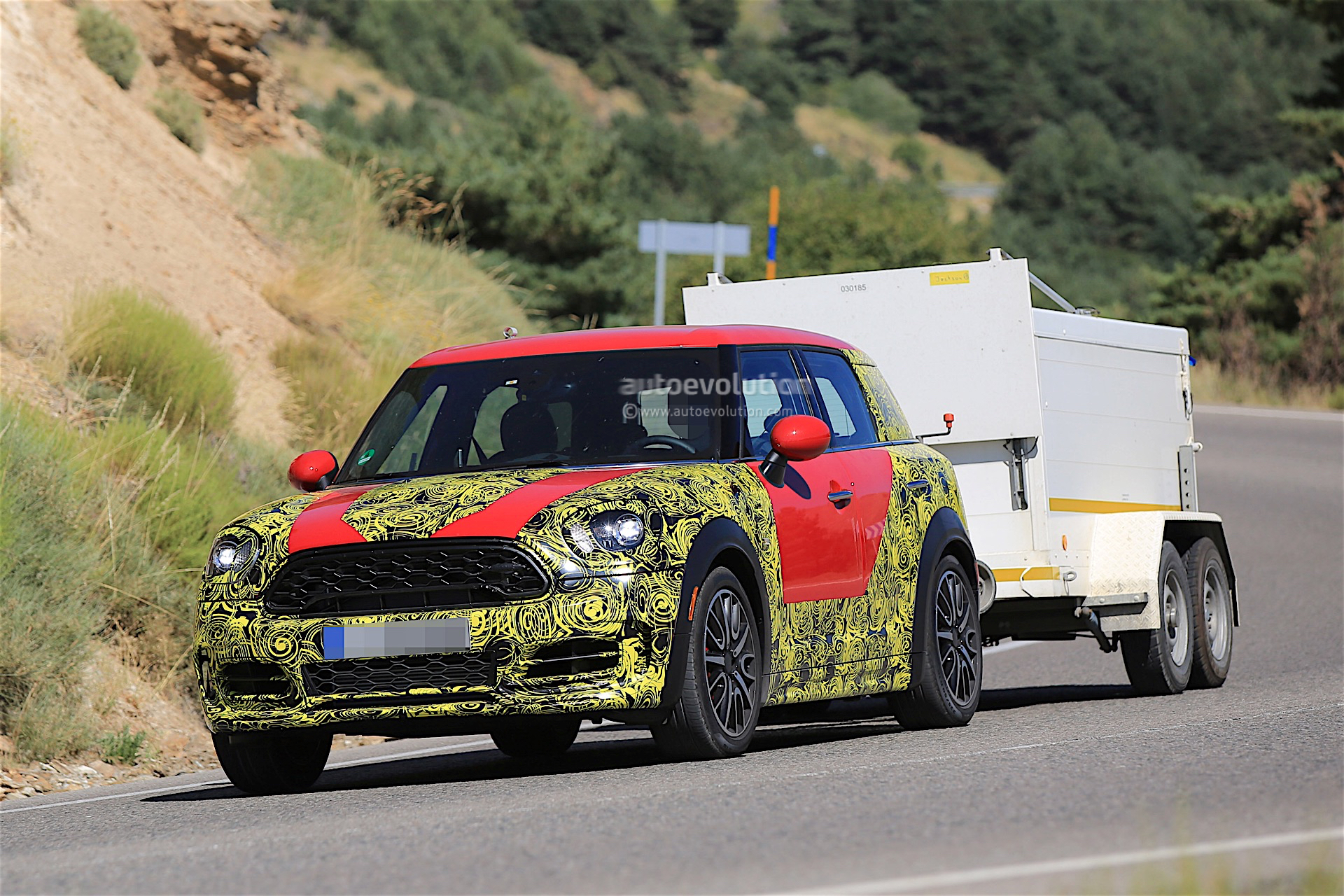 2017 mini countryman spied while towing looks ready for production 2015 mini cooper forum. Black Bedroom Furniture Sets. Home Design Ideas