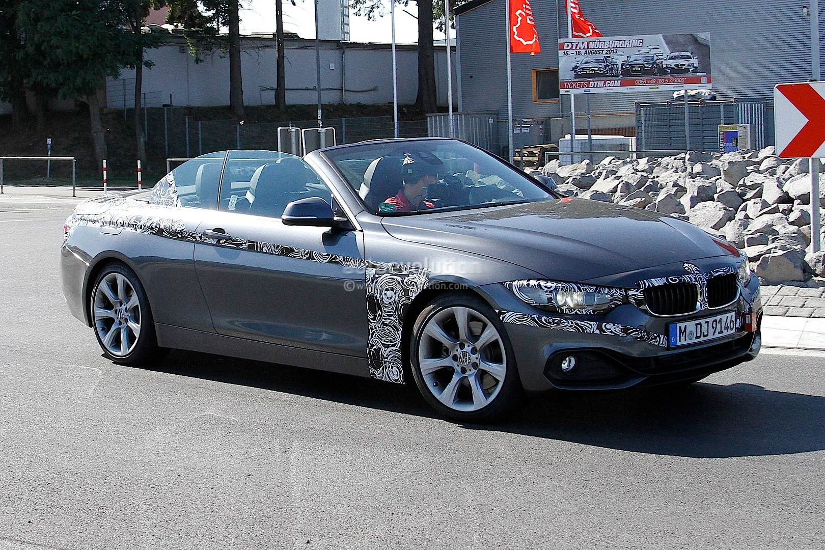 spyshots bmw f33 4 series cabrio caught with the roof down autoevolution. Black Bedroom Furniture Sets. Home Design Ideas