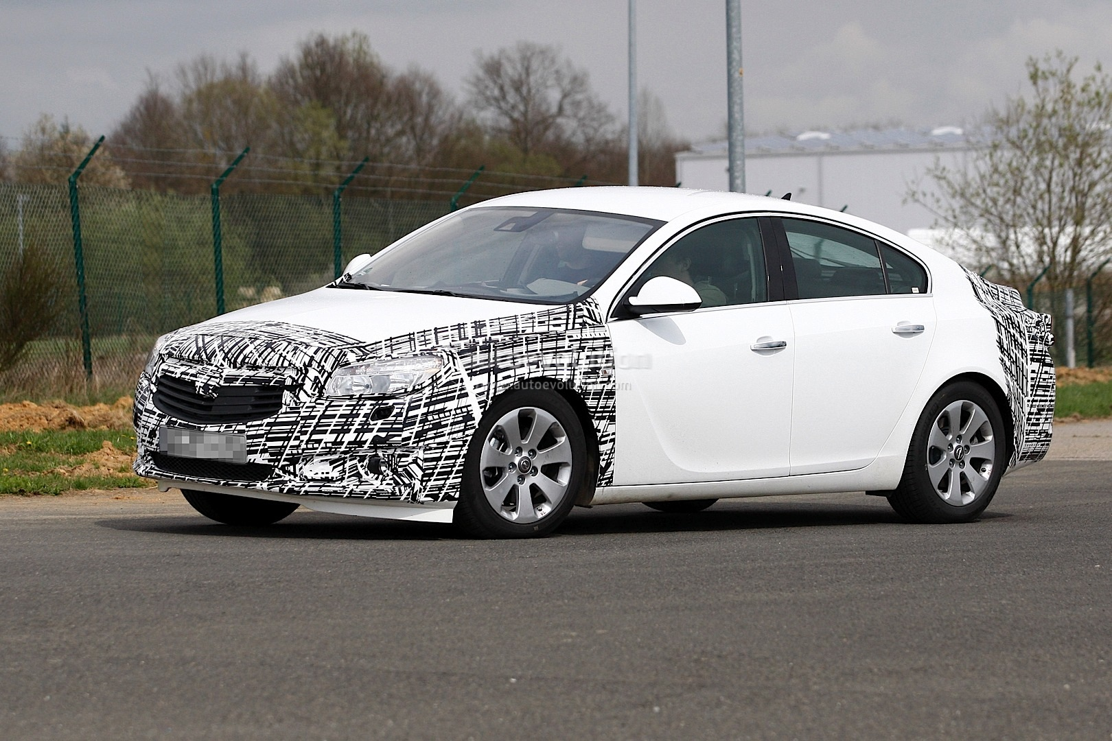 spyshots 2013 opel vauxhall insignia facelift. Black Bedroom Furniture Sets. Home Design Ideas