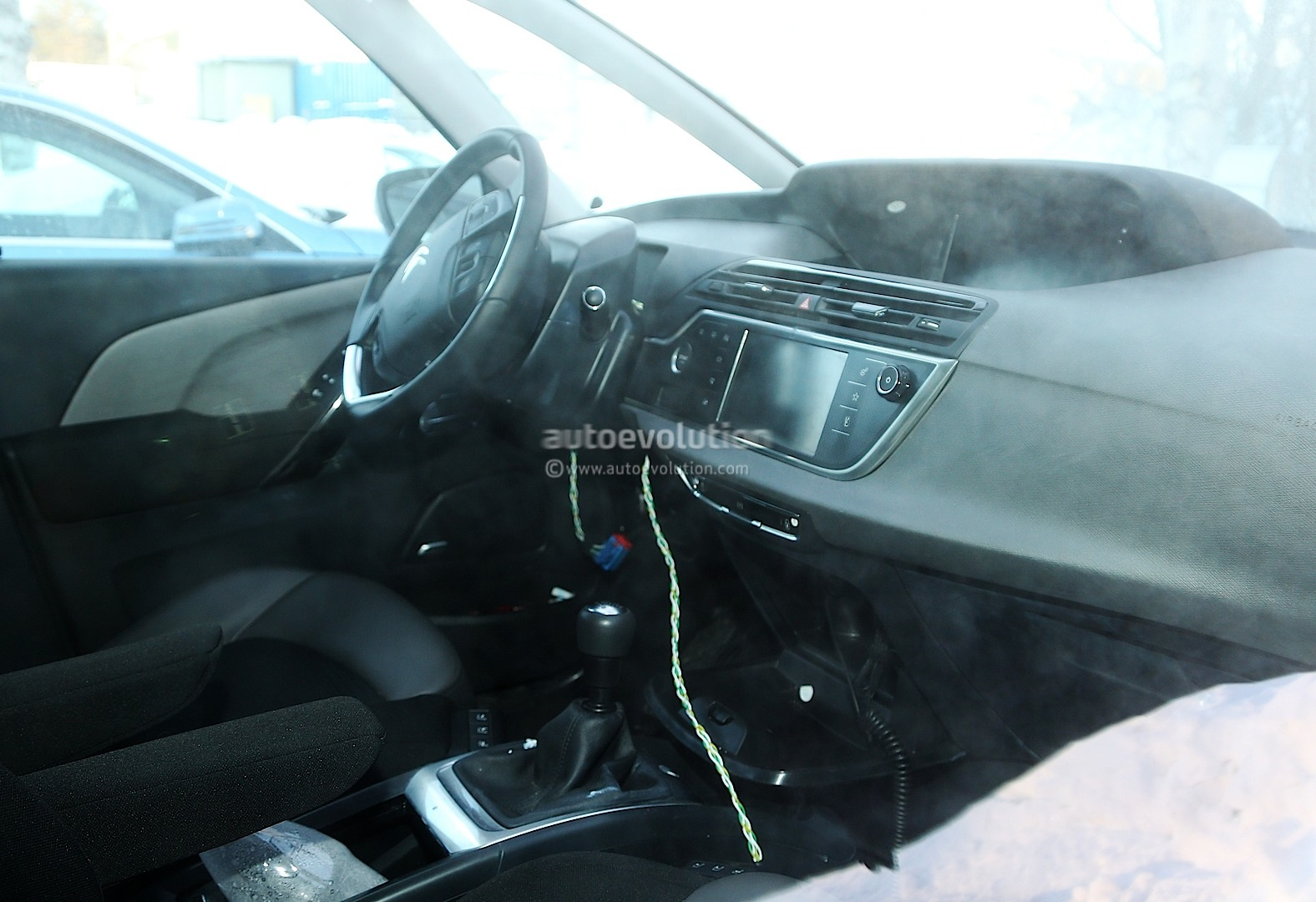 Spyshots 2014 citroen c4 picasso interior revealed for C4 picasso 2013 interieur