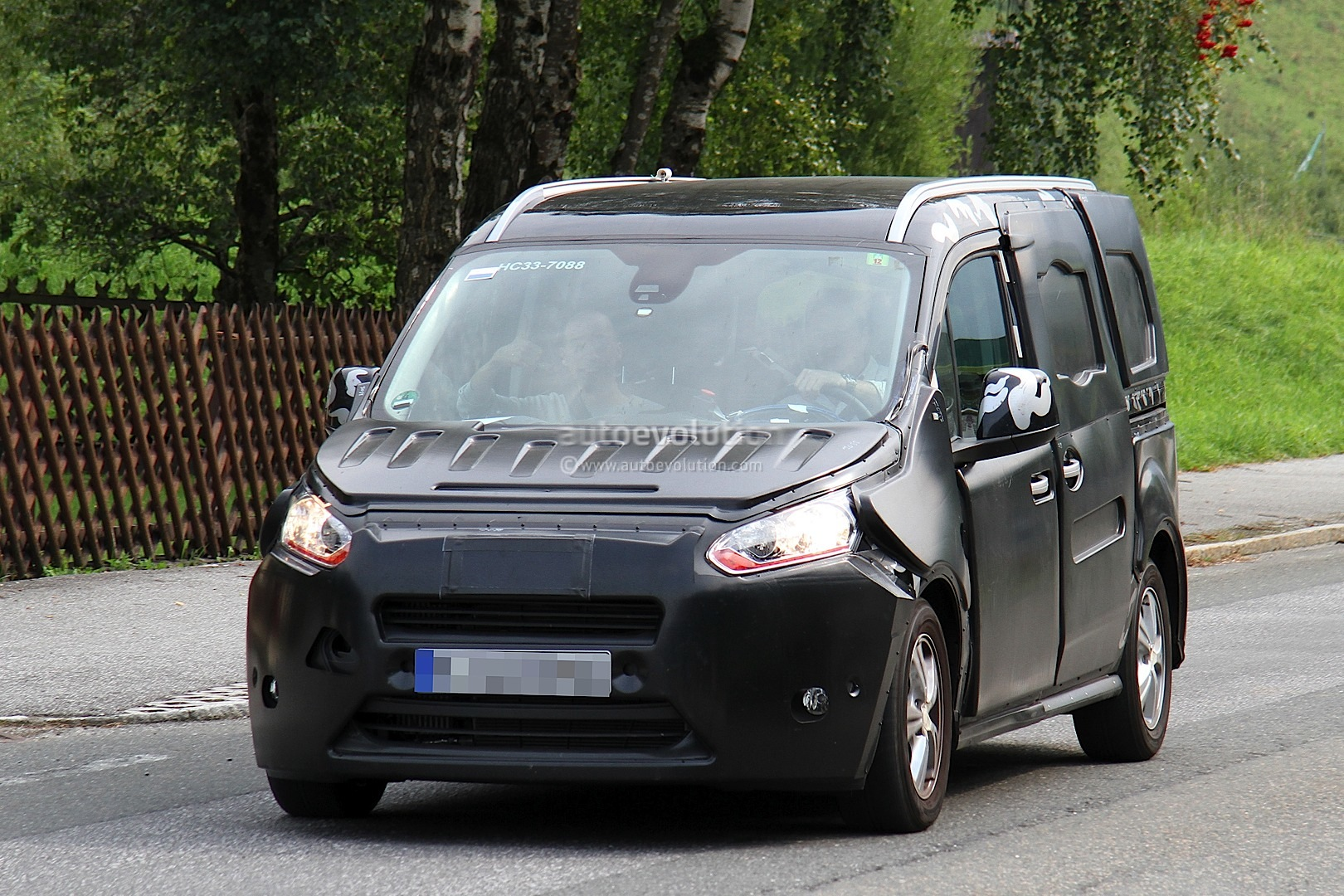 spyshots 2014 ford transit tourneo connect autoevolution. Black Bedroom Furniture Sets. Home Design Ideas