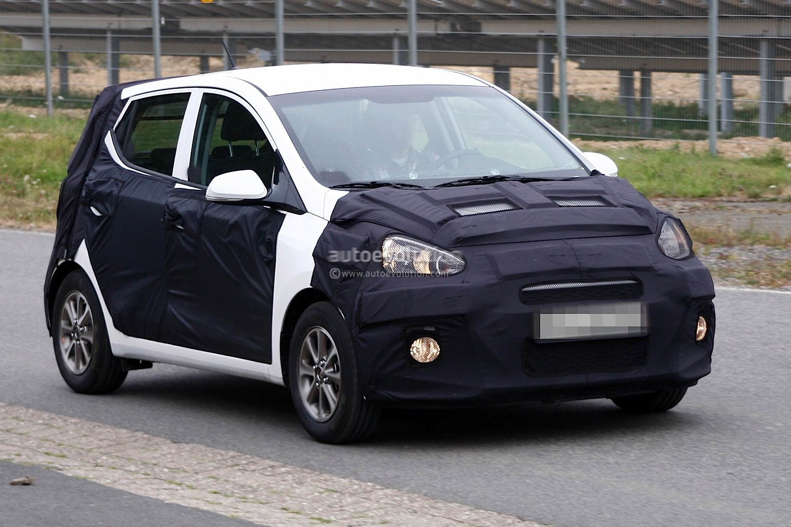 spyshots 2014 hyundai i10 first photos autoevolution. Black Bedroom Furniture Sets. Home Design Ideas