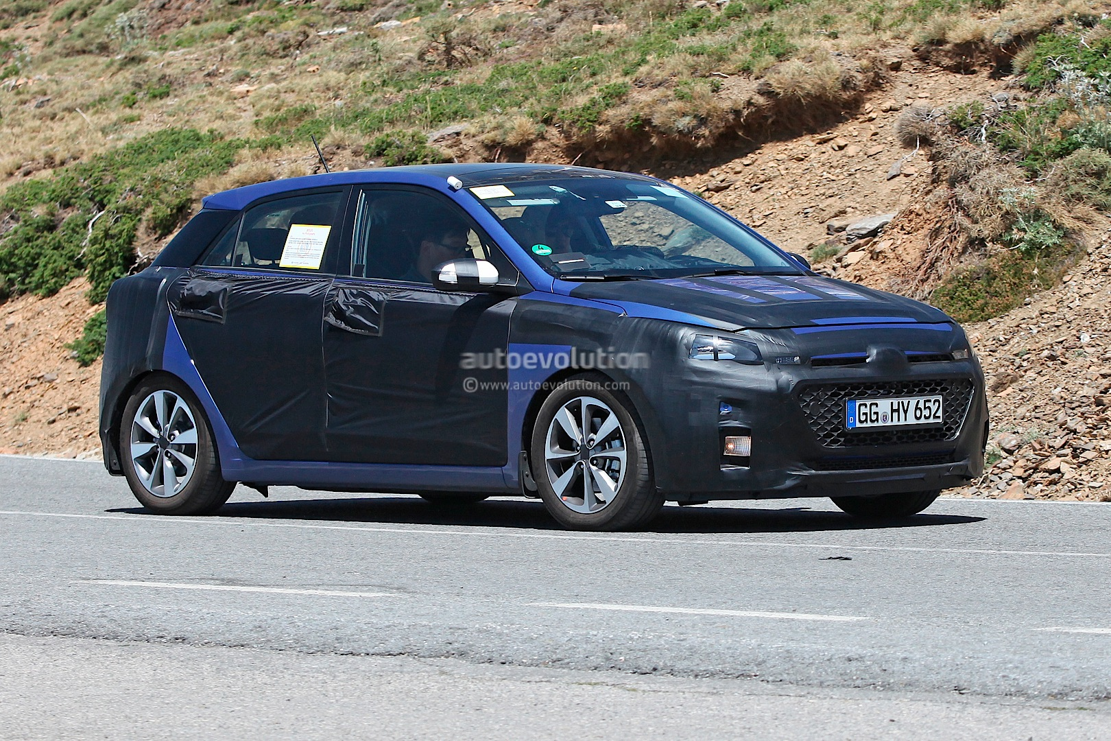 spyshots 2014 hyundai i20 going from b to c autoevolution. Black Bedroom Furniture Sets. Home Design Ideas