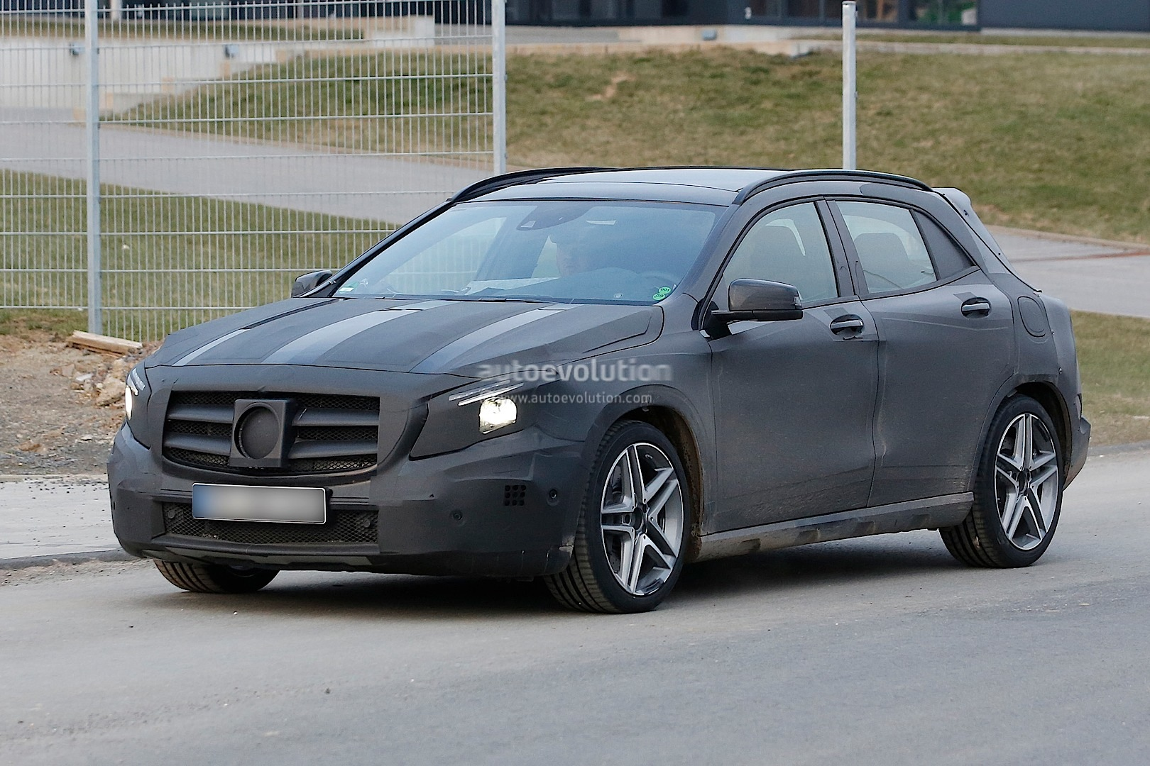Spyshots 2014 mercedes gla 45 amg autoevolution for Mercedes plan