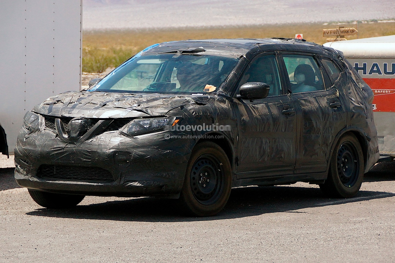 spyshots 2015 nissan rogue or x trail autoevolution. Black Bedroom Furniture Sets. Home Design Ideas