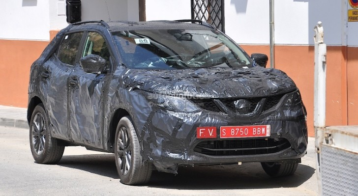Spyshots: 2014 Nissan Qashqai Interior Partially Shown