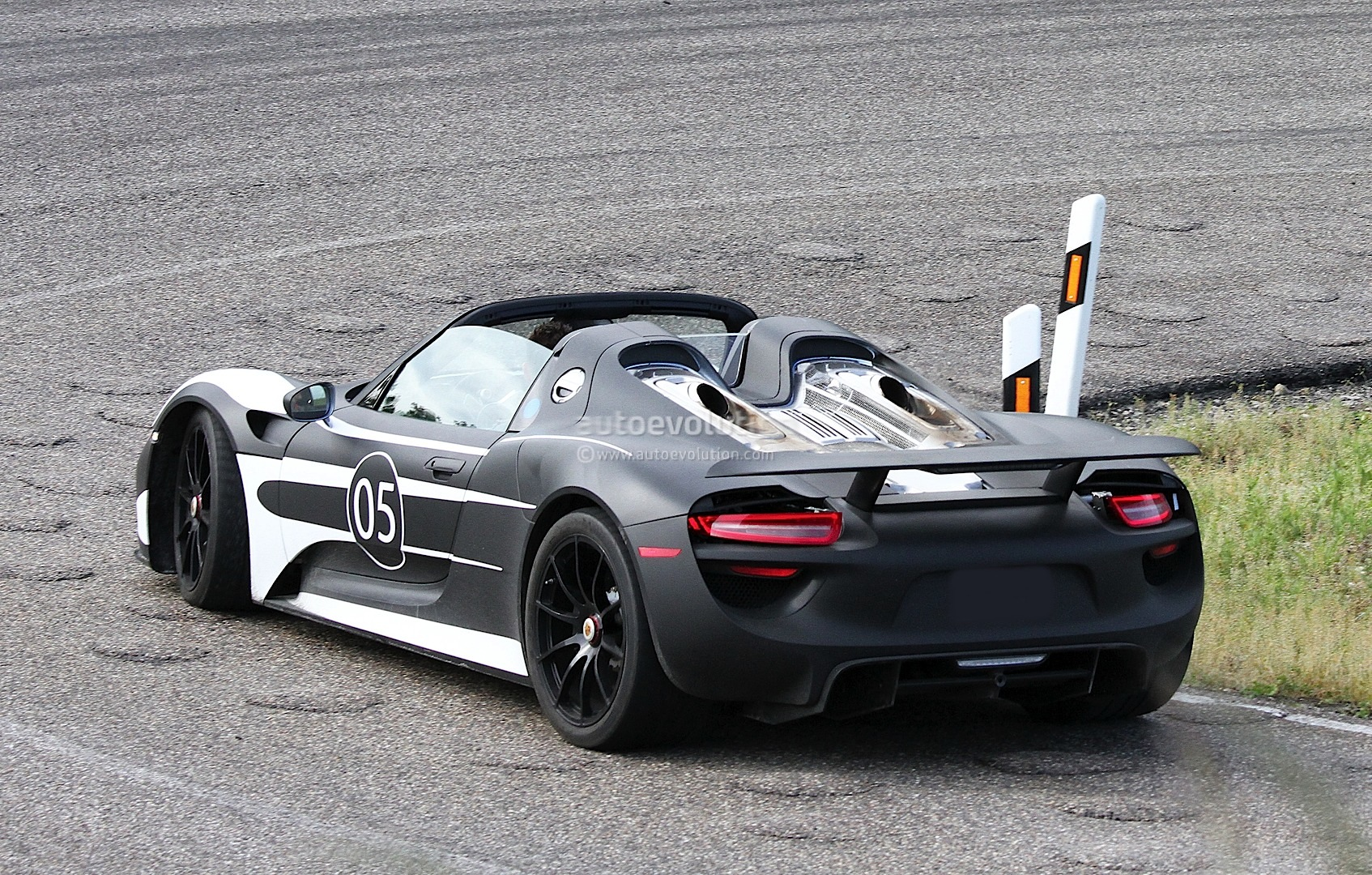 spyshots 2014 porsche 918 spyder autoevolution. Black Bedroom Furniture Sets. Home Design Ideas