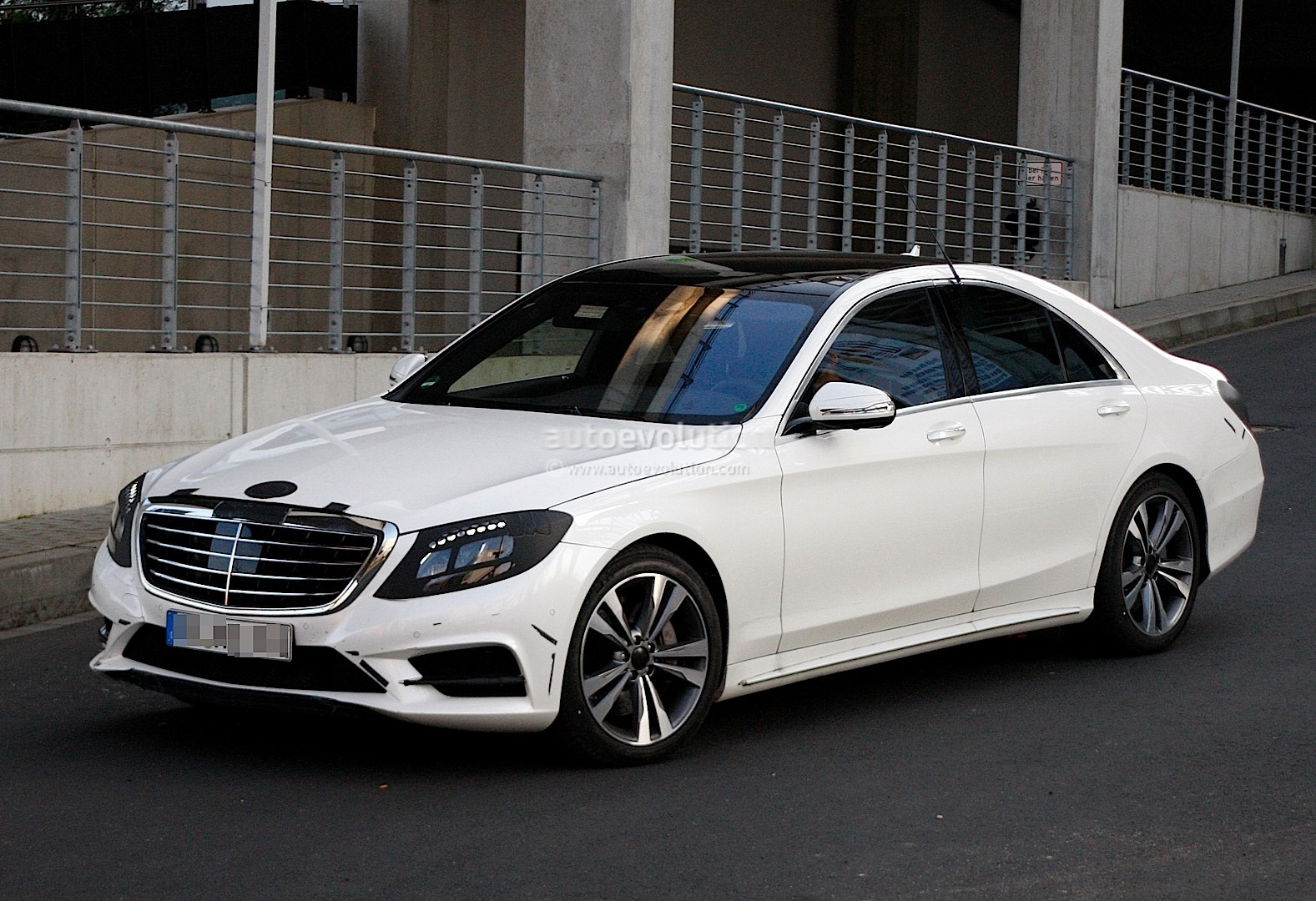 spyshots 2014 w222 mercedes benz s class almost undisguised autoevolution. Black Bedroom Furniture Sets. Home Design Ideas