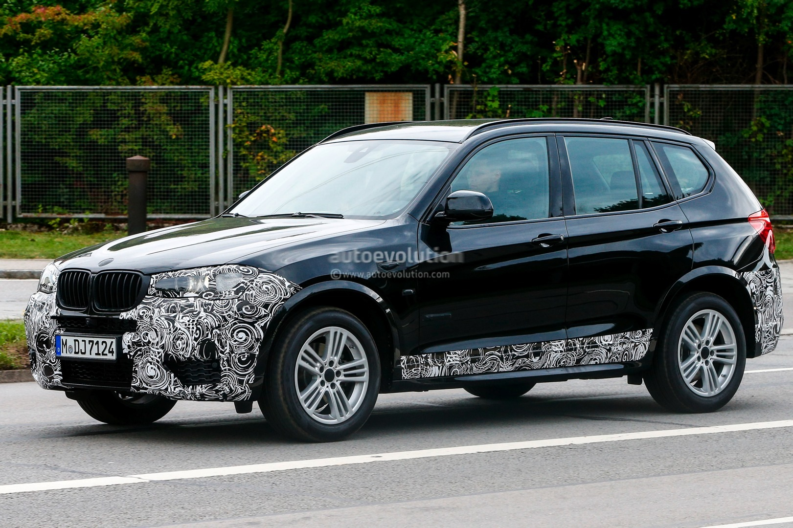 spyshots 2015 bmw x3 facelift has new headlights autoevolution. Black Bedroom Furniture Sets. Home Design Ideas