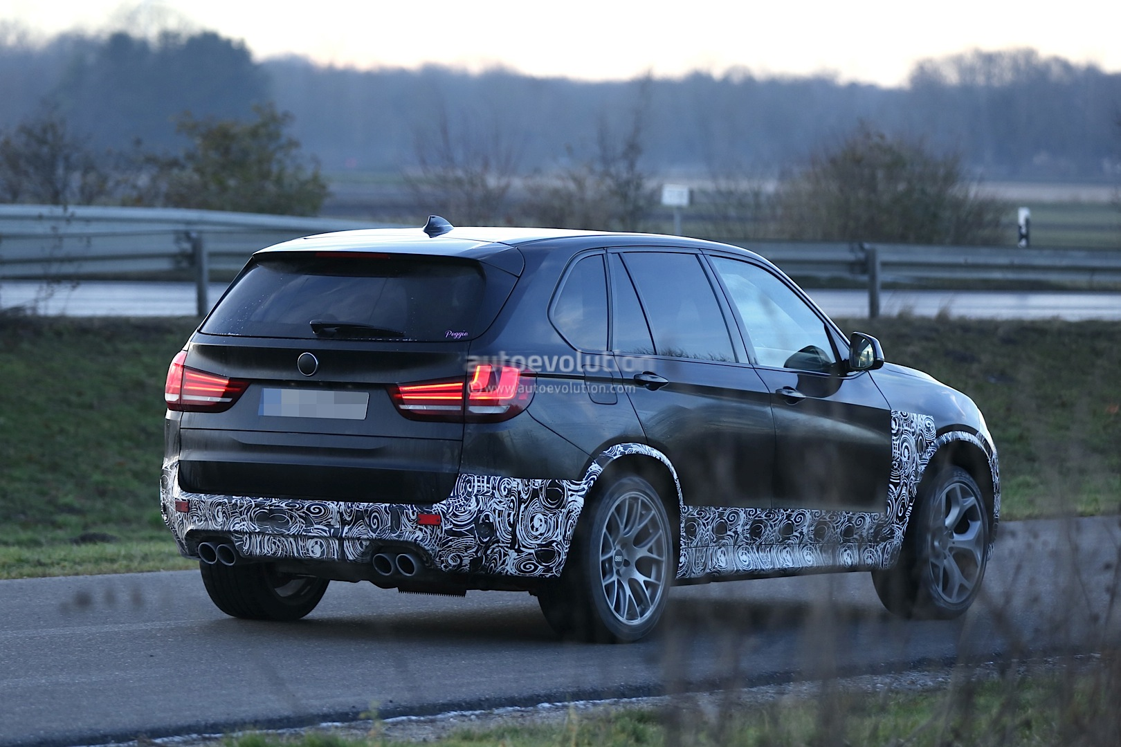 spyshots 2015 bmw x5 m getting more power autoevolution. Black Bedroom Furniture Sets. Home Design Ideas