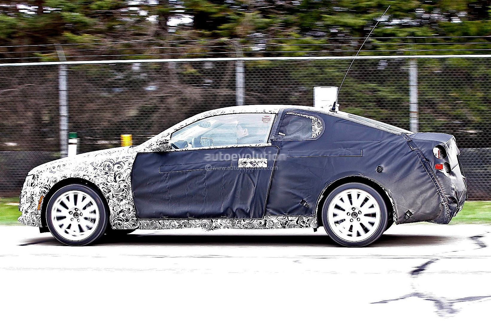 spyshots 2015 cadillac ats coupe autoevolution. Black Bedroom Furniture Sets. Home Design Ideas