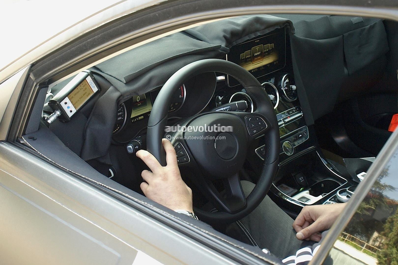 Spyshots 2015 mercedes benz c class interior revealed for Mercedes benz c class 2015 interior