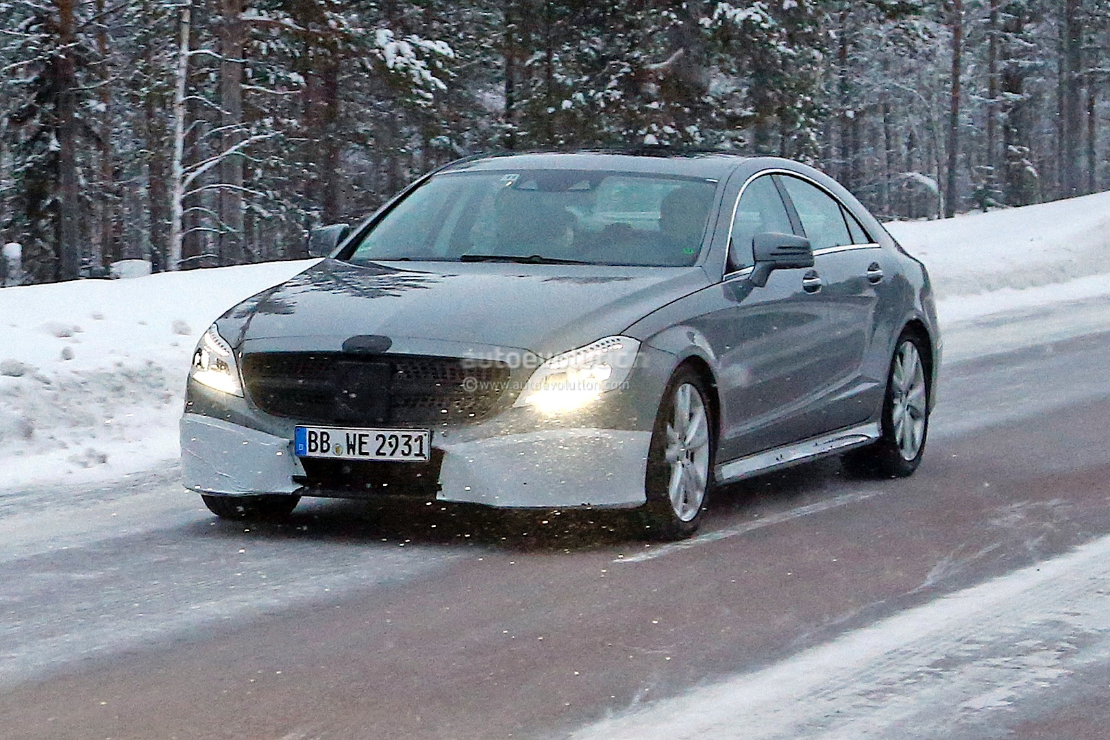 spyshots 2015 mercedes cls facelift with amg sports package autoevolution. Black Bedroom Furniture Sets. Home Design Ideas