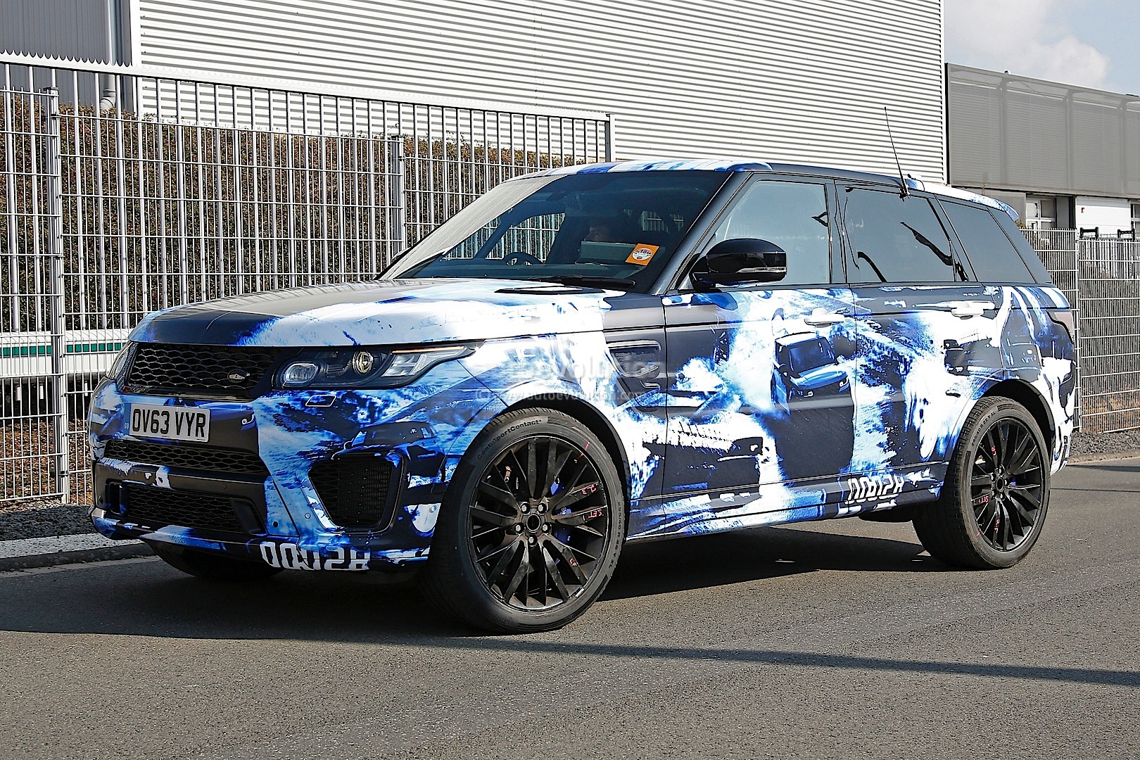 spyshots 2015 range rover sport rs in fancy camo. Black Bedroom Furniture Sets. Home Design Ideas