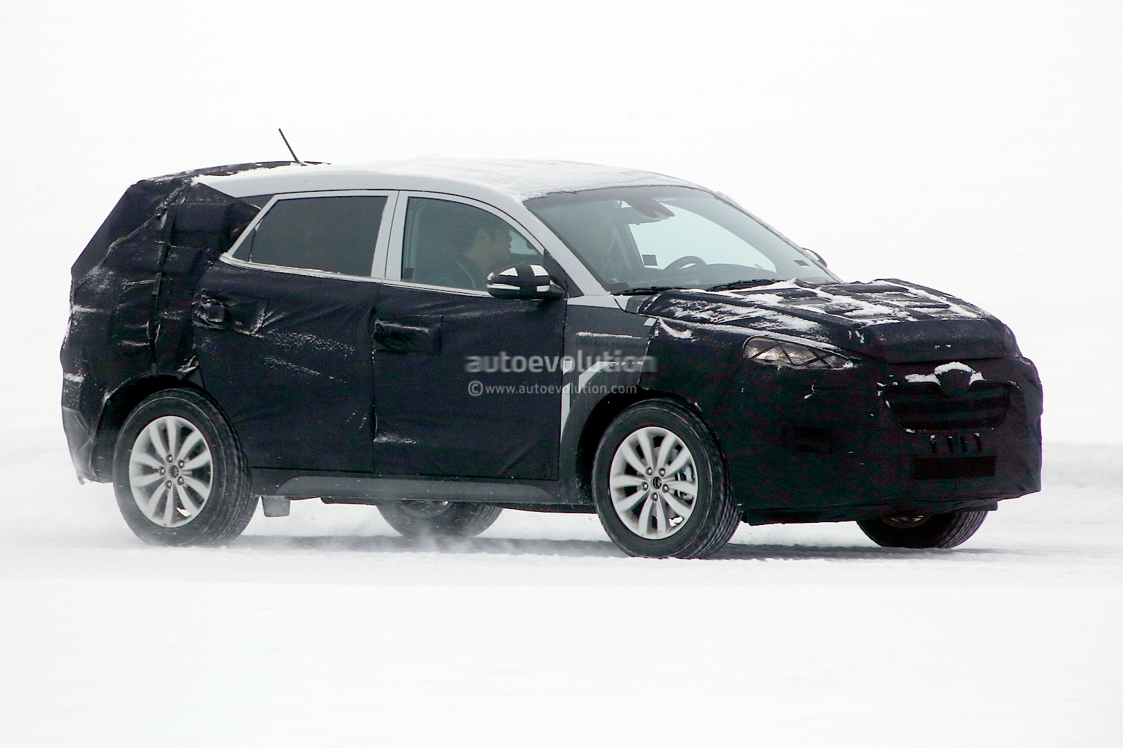 spyshots 2016 hyundai ix35 tucson starts testing autoevolution. Black Bedroom Furniture Sets. Home Design Ideas