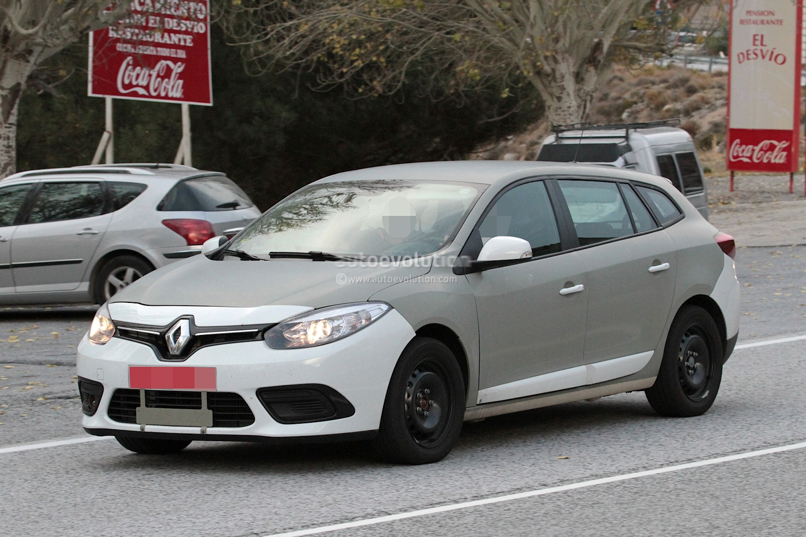 spyshots 2016 renault megane grandtour sports tourer test mule autoevolution. Black Bedroom Furniture Sets. Home Design Ideas