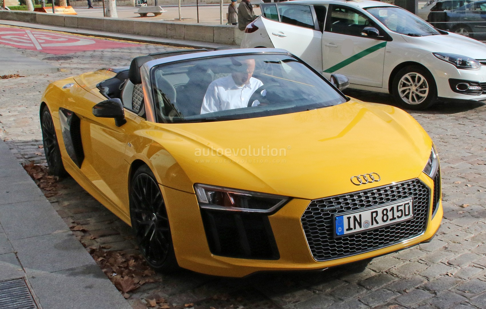 Spyshots: 2017 Audi R8 Spyder Completely Revealed in Vegas Yellow - autoevolution