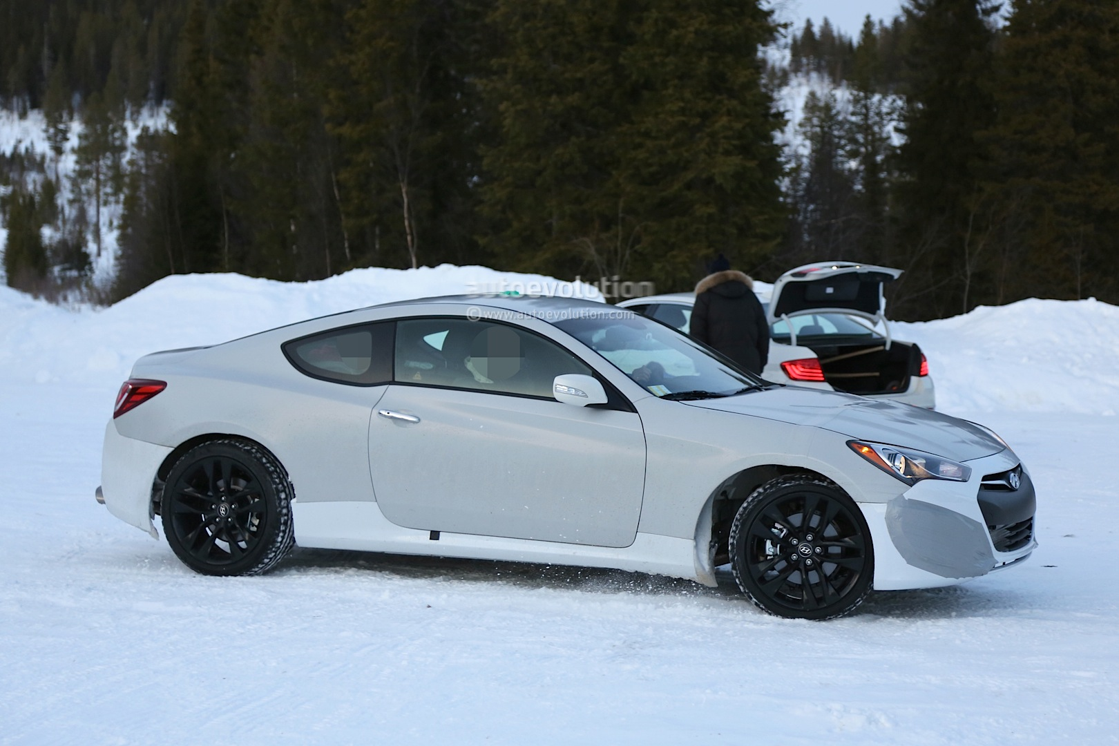 spyshots 2017 hyundai genesis coupe mule starts winter. Black Bedroom Furniture Sets. Home Design Ideas