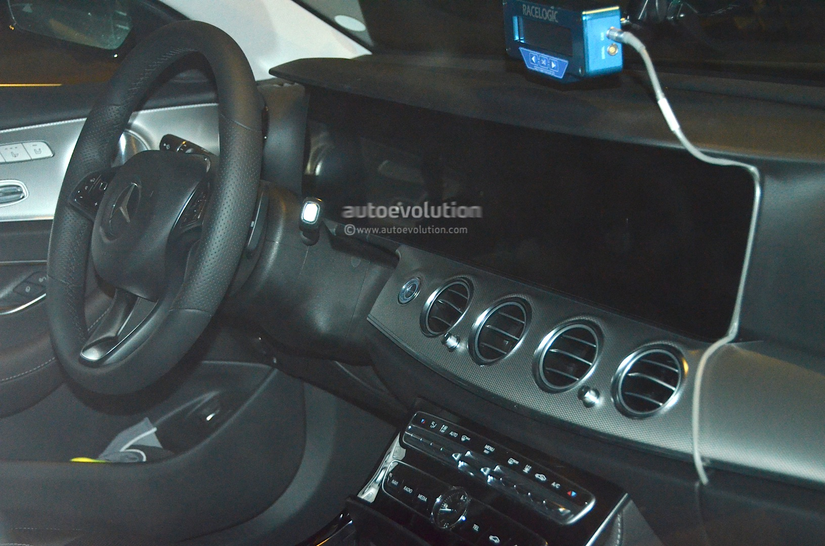 Spyshots 2017 Mercedes Benz E Class Interior Fully Revealed Ahead Of Detroit Debut Autoevolution