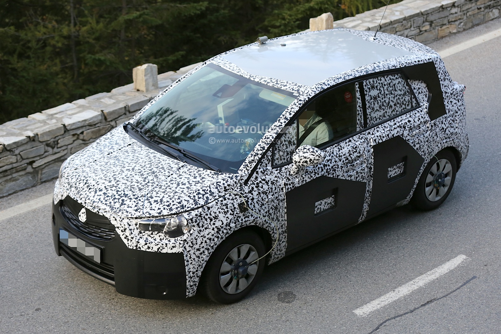 spyshots 2017 opel meriva prototype shows new details autoevolution. Black Bedroom Furniture Sets. Home Design Ideas