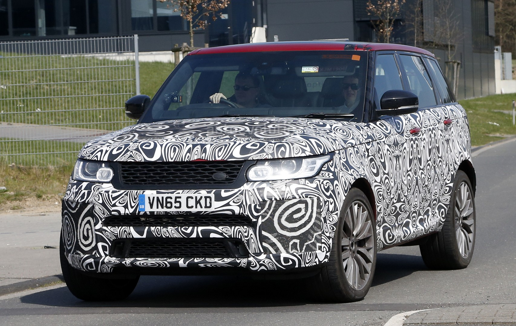 spyshots 2017 range rover sport svr is not revealing much. Black Bedroom Furniture Sets. Home Design Ideas