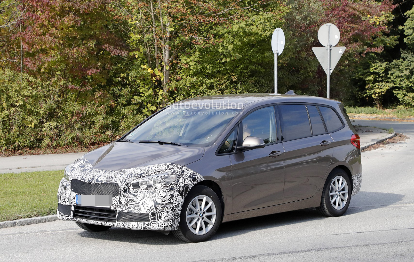spyshots 2018 bmw 2 series gran tourer facelift has hexagonal headlights autoevolution. Black Bedroom Furniture Sets. Home Design Ideas