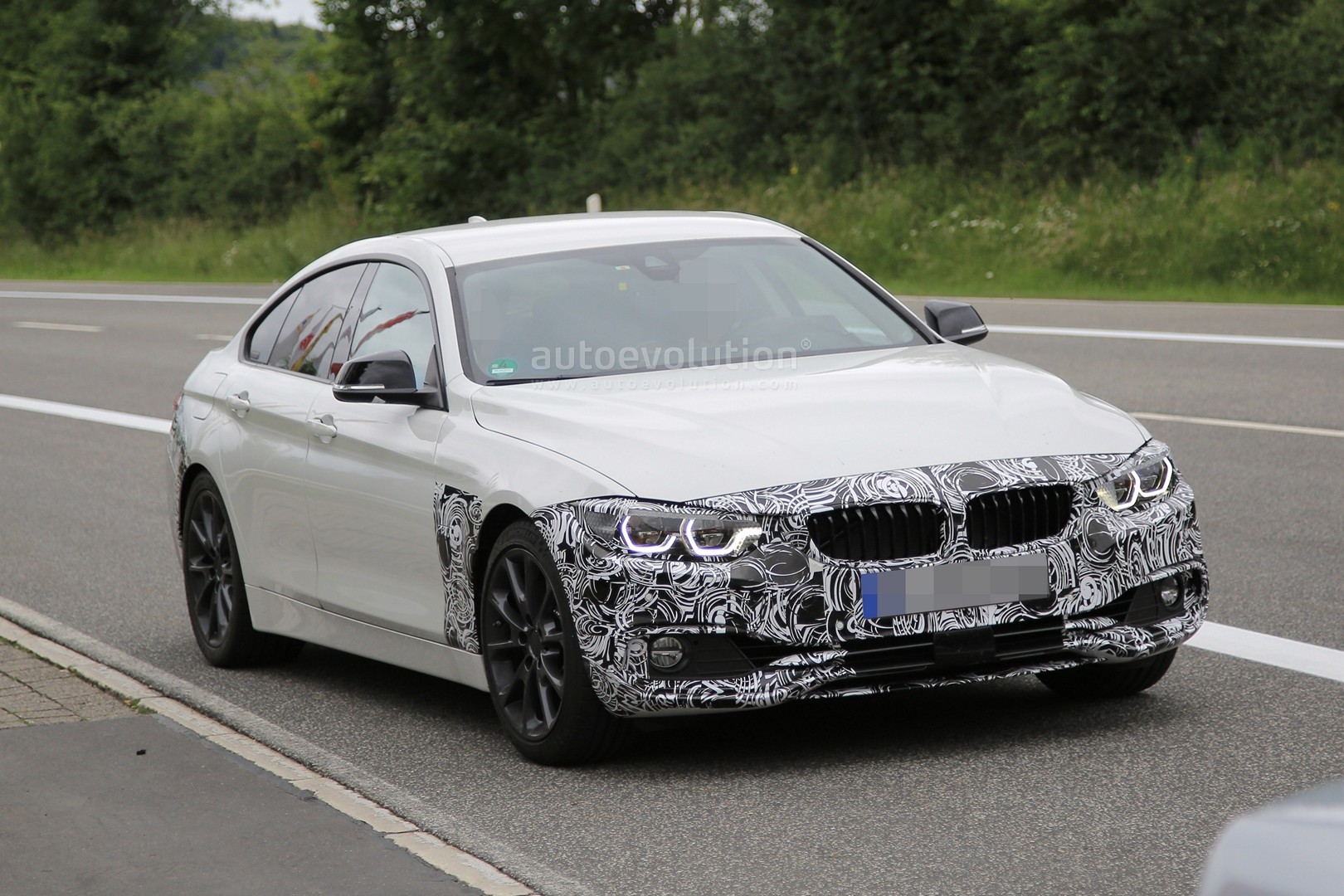 spyshots 2018 bmw 4 series gran coupe facelift has 7 series headlights autoevolution. Black Bedroom Furniture Sets. Home Design Ideas