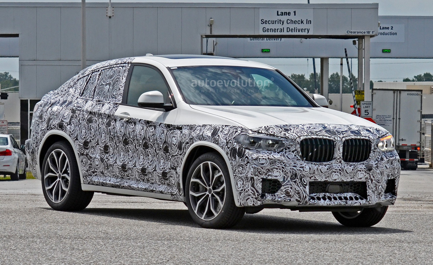 spyshots 2019 bmw x4 m matches s58 engine with quad exhaust autoevolution. Black Bedroom Furniture Sets. Home Design Ideas