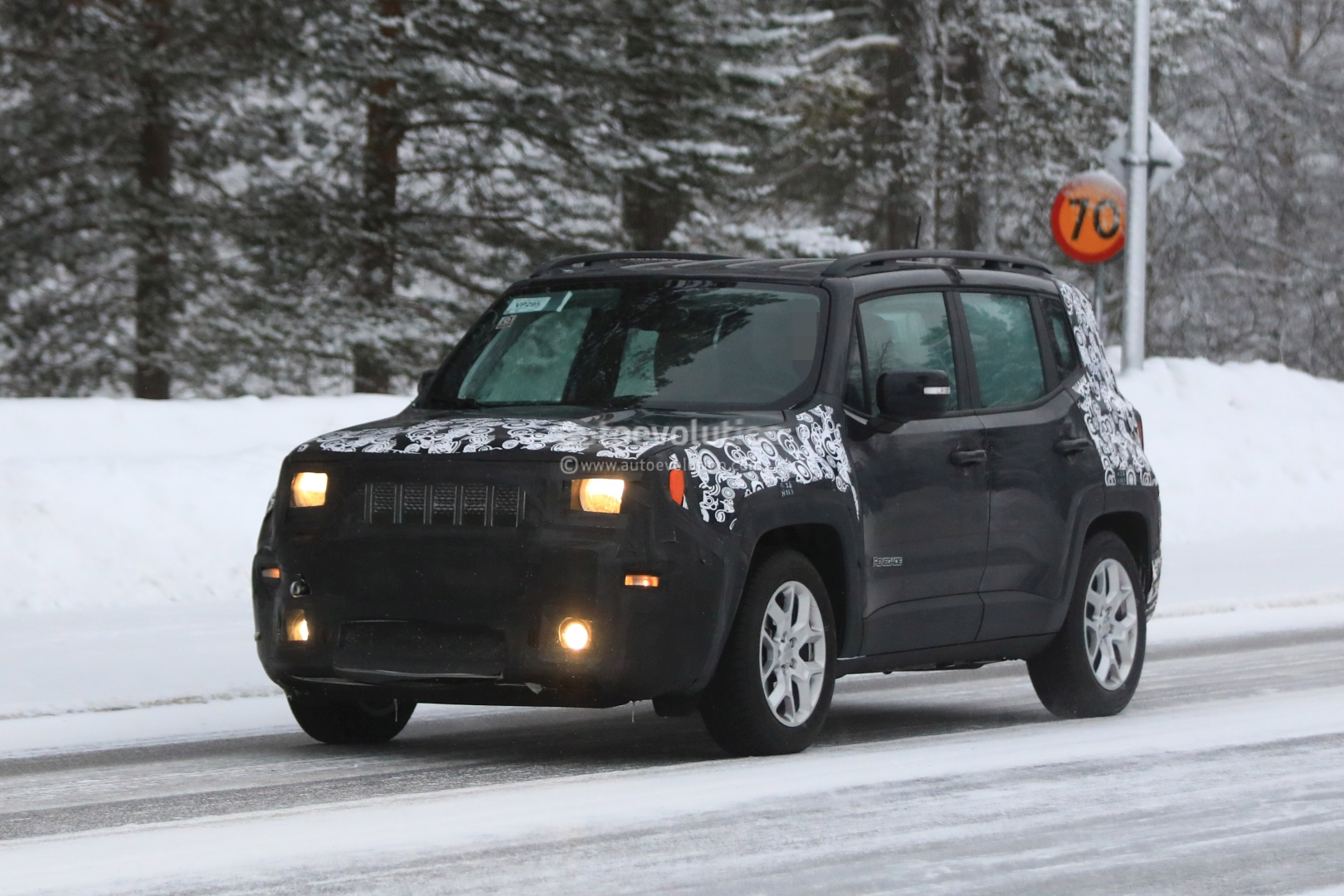 Spyshots 2019 Jeep Renegade Facelift Reveals Updated Interior