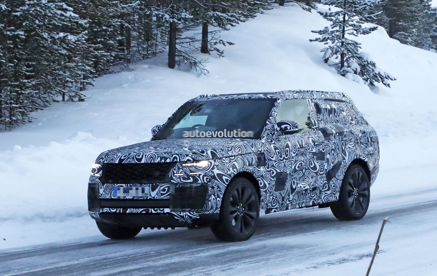 Spyshots: New Range Rover Coupe Shows Up as Two-Door Flagship