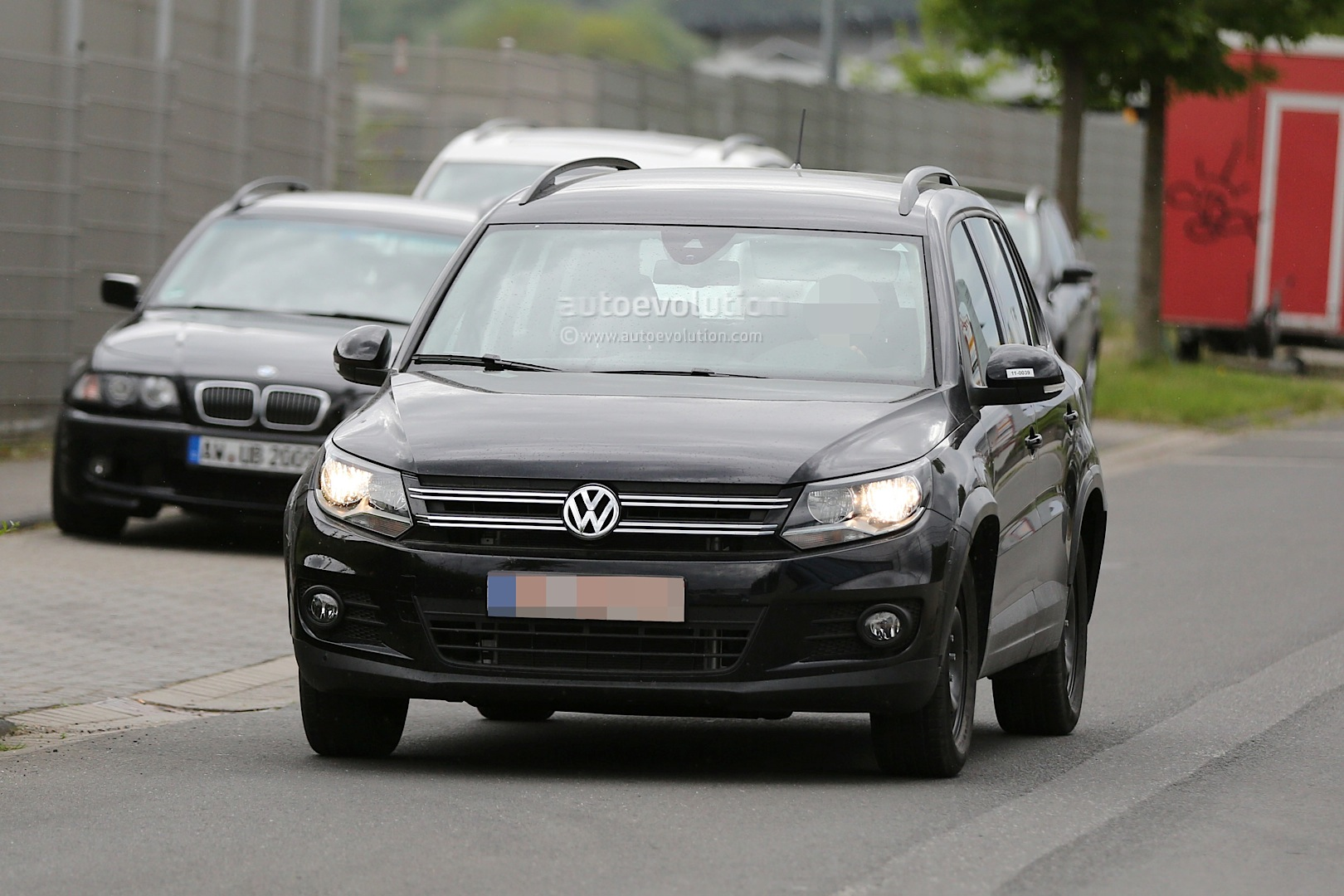 spyshots all new 2015 volkswagen tiguan will be wider. Black Bedroom Furniture Sets. Home Design Ideas