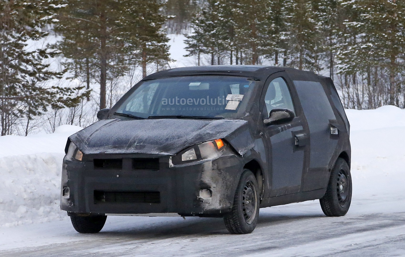 spyshots all new 2017 fiat punto undergoing winter testing autoevolution. Black Bedroom Furniture Sets. Home Design Ideas