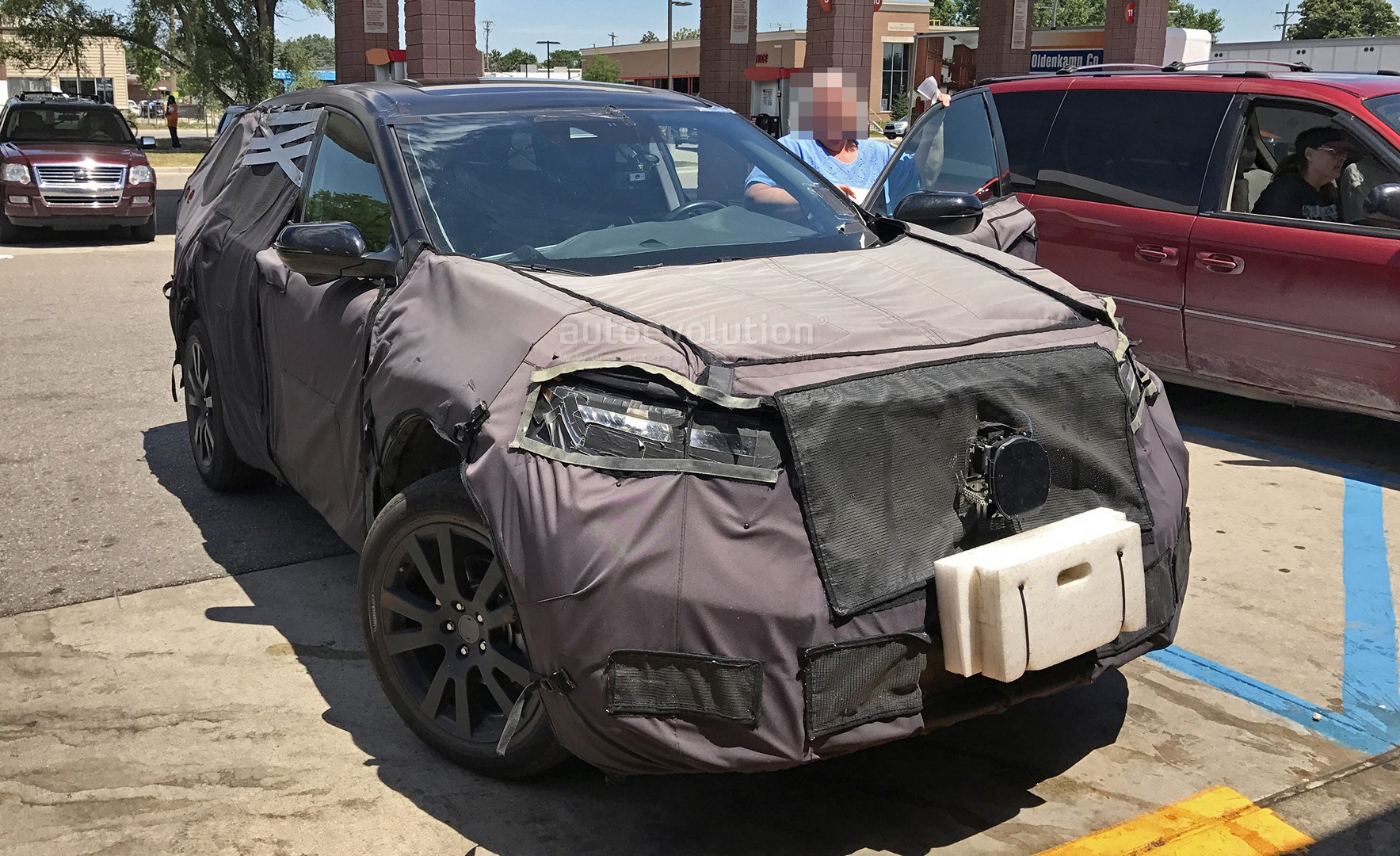Spyshots 2019 Acura Rdx Is Honda Cr V S Premium Brother Autoevolution