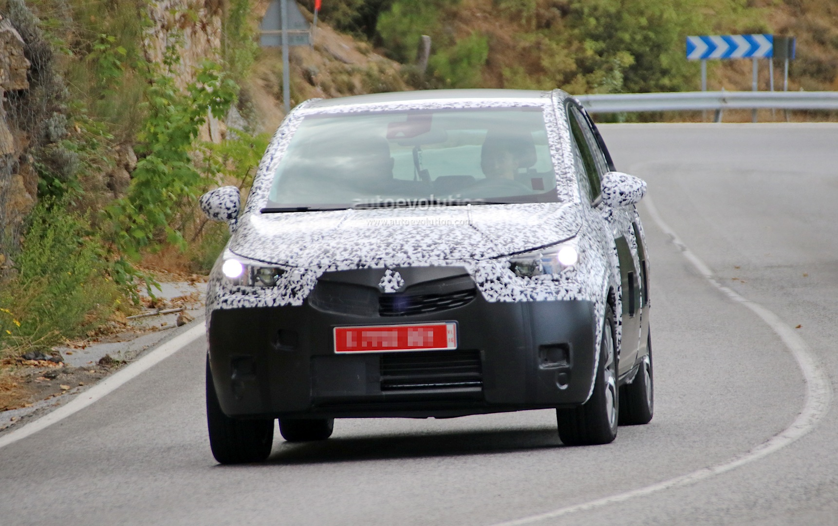 Spyshots all new opel meriva reveals crossover look and peugeot 17 photos all new opel meriva sciox Image collections