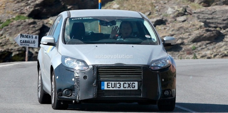 Spyshots: Ford Focus Facelift Hot Weather Testing