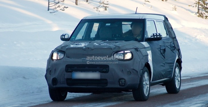Spyshots: Kia Soul Plays With New Tiger Nose in the Snow