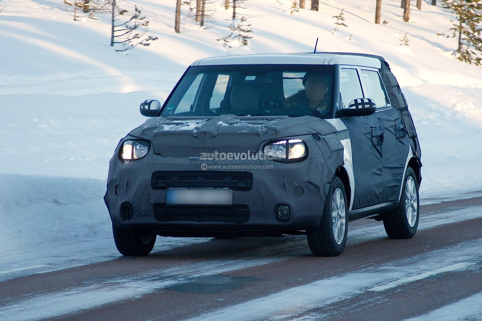 Charming Kia Soul Facelift ...
