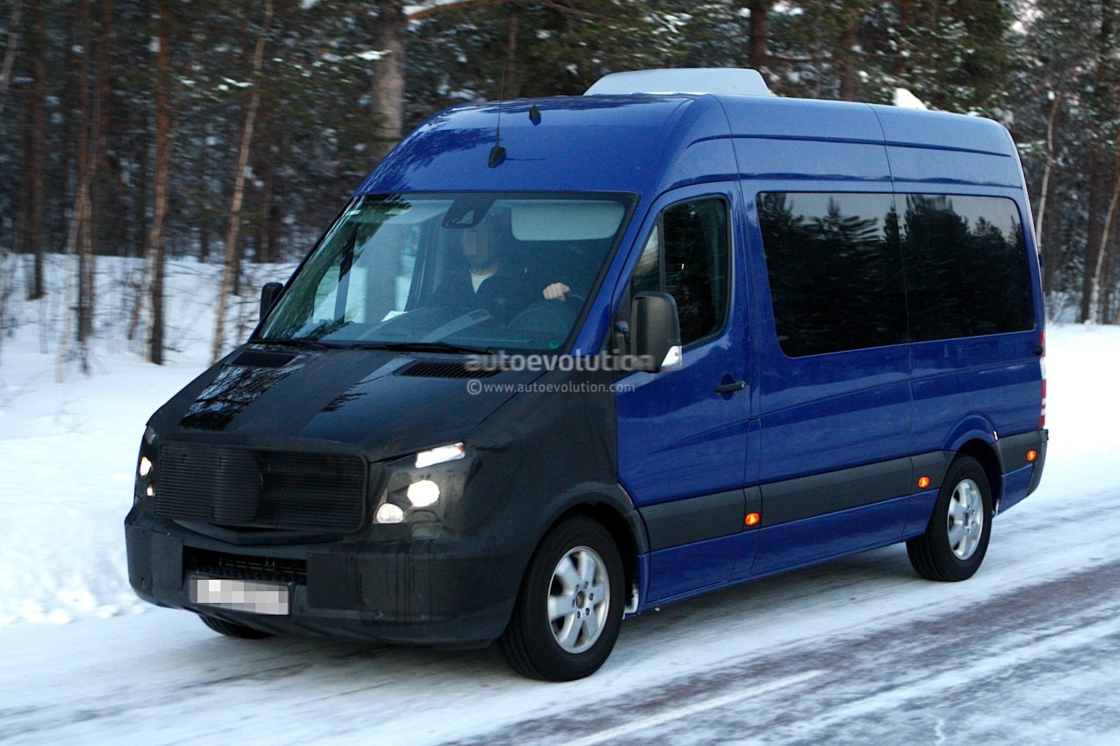 Spyshots mercedes benz freightliner sprinter facelift for New mercedes benz sprinter